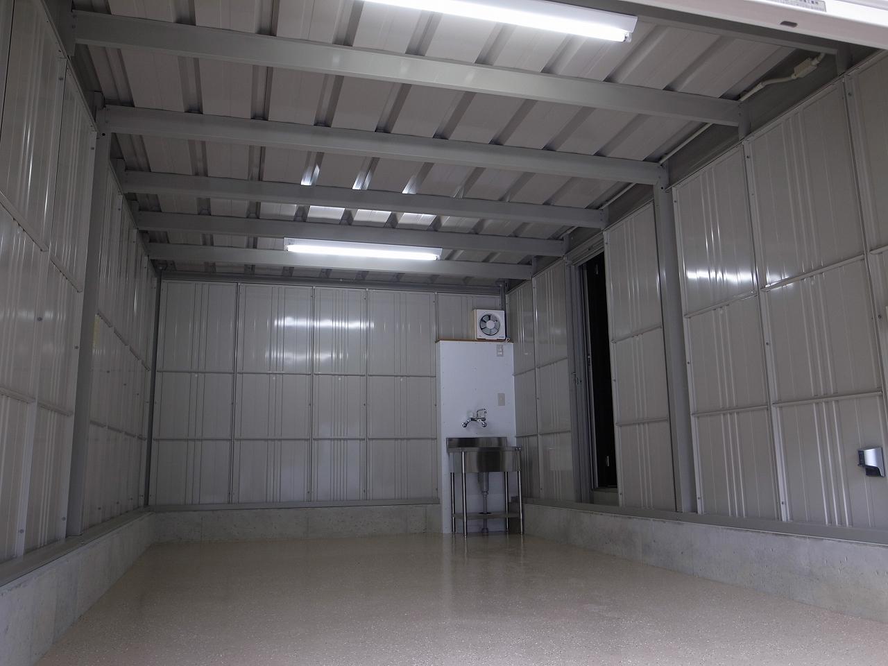 ガレージ内(First Garage A)